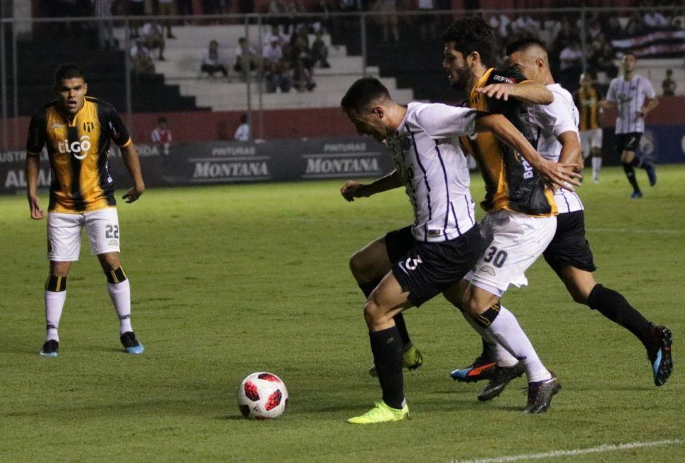 En vibrante juego, Libertad y Guaraní empataron